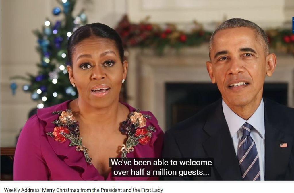 Die Obamas bei ihrer letzten Weihnachtsbotschaft aus dem Weißen Haus. Foto: