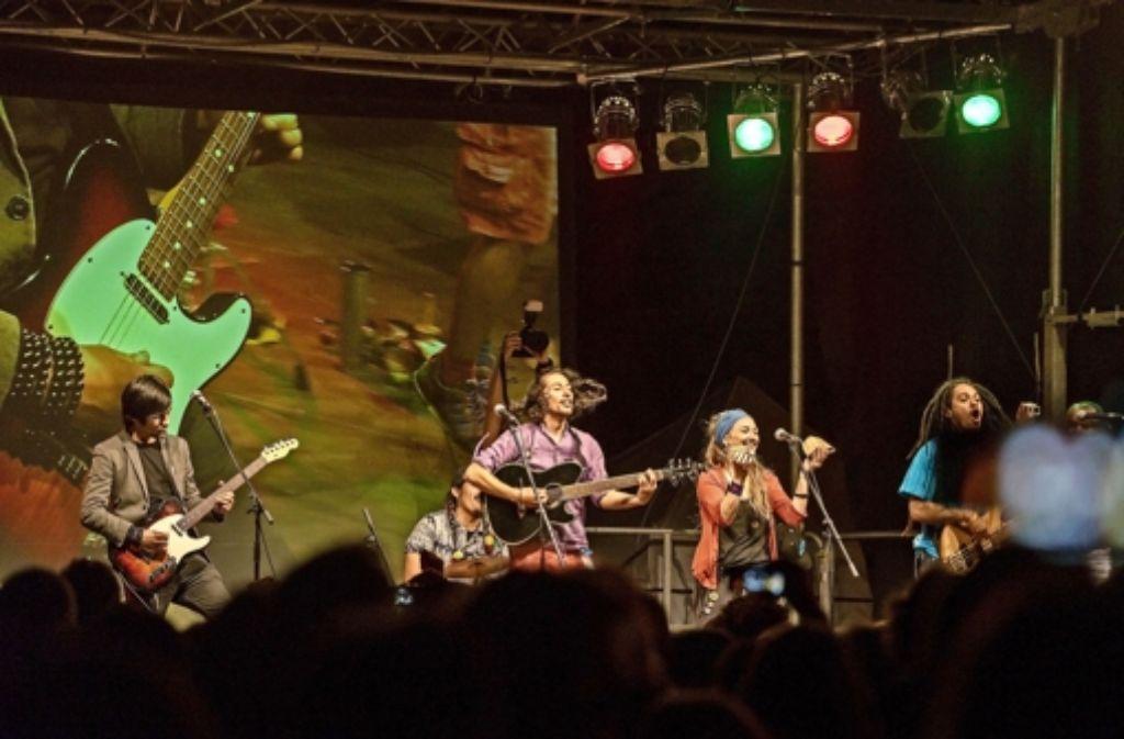 Lateinamerikanische Klänge aus dem Breisgau: die Siegerband El Flecha Negra Foto: