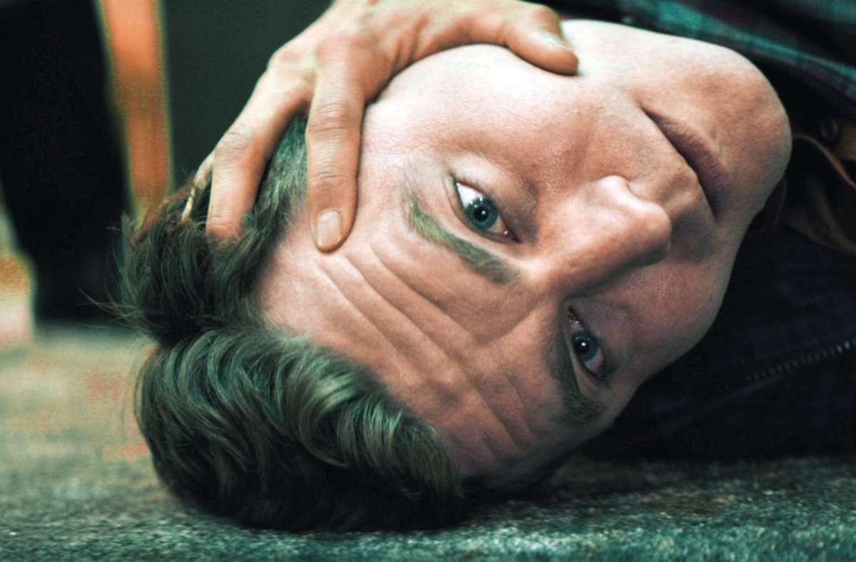 Der Programmierer Linus (Friedrich Mücke) gerät ganz schön unter Druck. Foto: SWR
