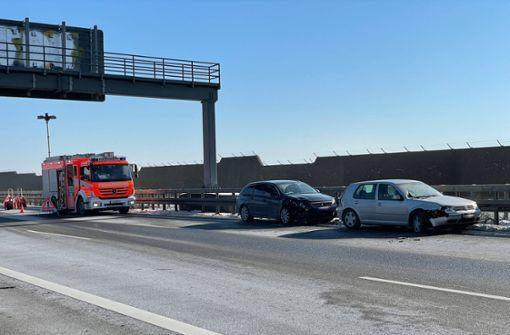 Mehrere Unfälle legen Verkehr nahezu lahm – sechs Verletzte