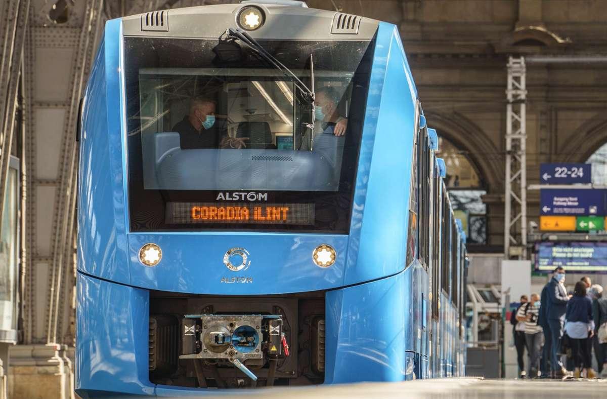 Der Wasserstoffzug mit dem Namen Coradia iLint stößt keine Abgase sondern nur Wasserstoff aus. (Archivbild) Foto: dpa/Frank Rumpenhorst