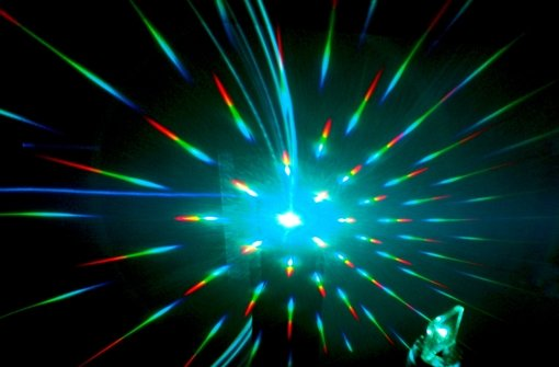 Auf Lichtstrahlen surfende Glaskügelchen