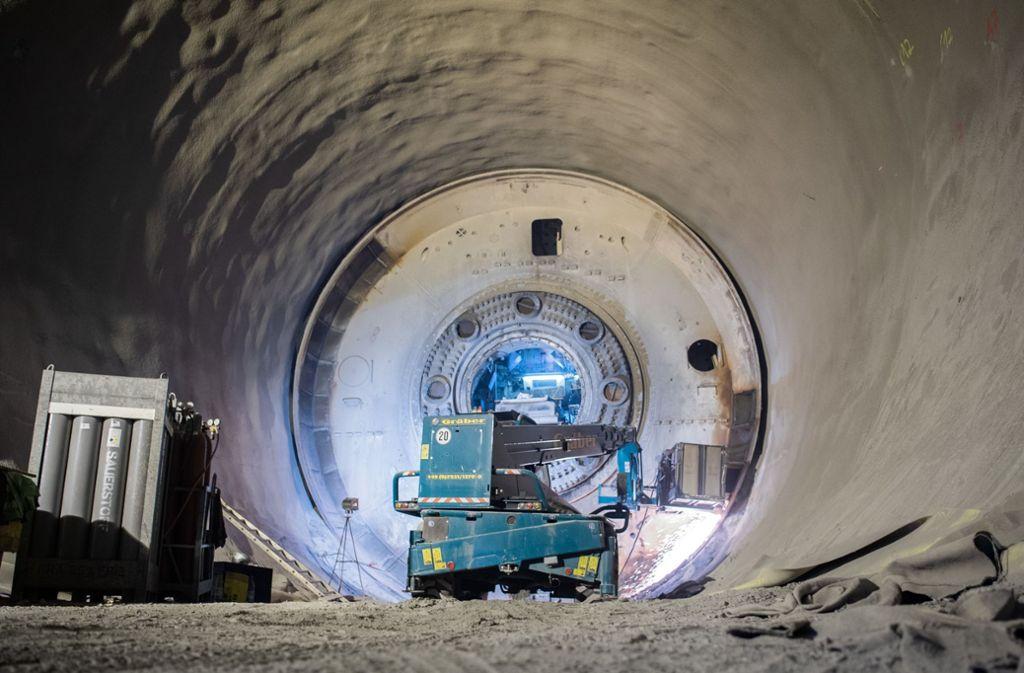 Die Tunnelbohrmaschine für den Fildertunnel hat die Bahn zerlegen lassen, bald ist hier der Rohbau fertig und die Fahrbahn mit Betonschwellen und Schienen kann eingebaut werden. Foto: dpa/Tom Weller