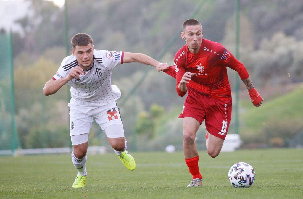 Mit Zug: Darko Churlinov (rechts) soll beim VfB Stuttgart Schwung über den linken Flügel bringen. Foto: Baumann