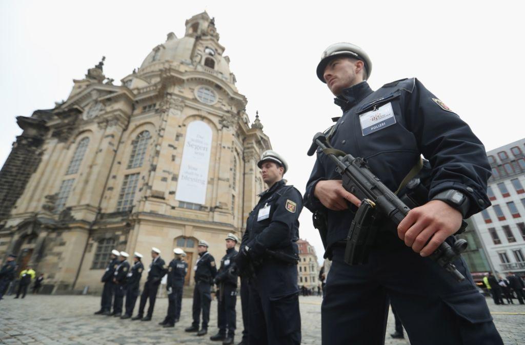 Vor der Frauenkirche sorgt die Polizei für Sicherheit. Foto: Getty Images Europe
