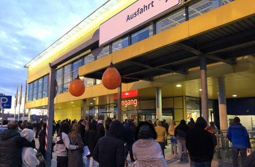 Riesenchaos vor dem Ludwigsburger Ikea-Haus