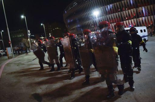 Entsetzen in Spanien nach Fan-Krawallen und Tod eines Polizisten