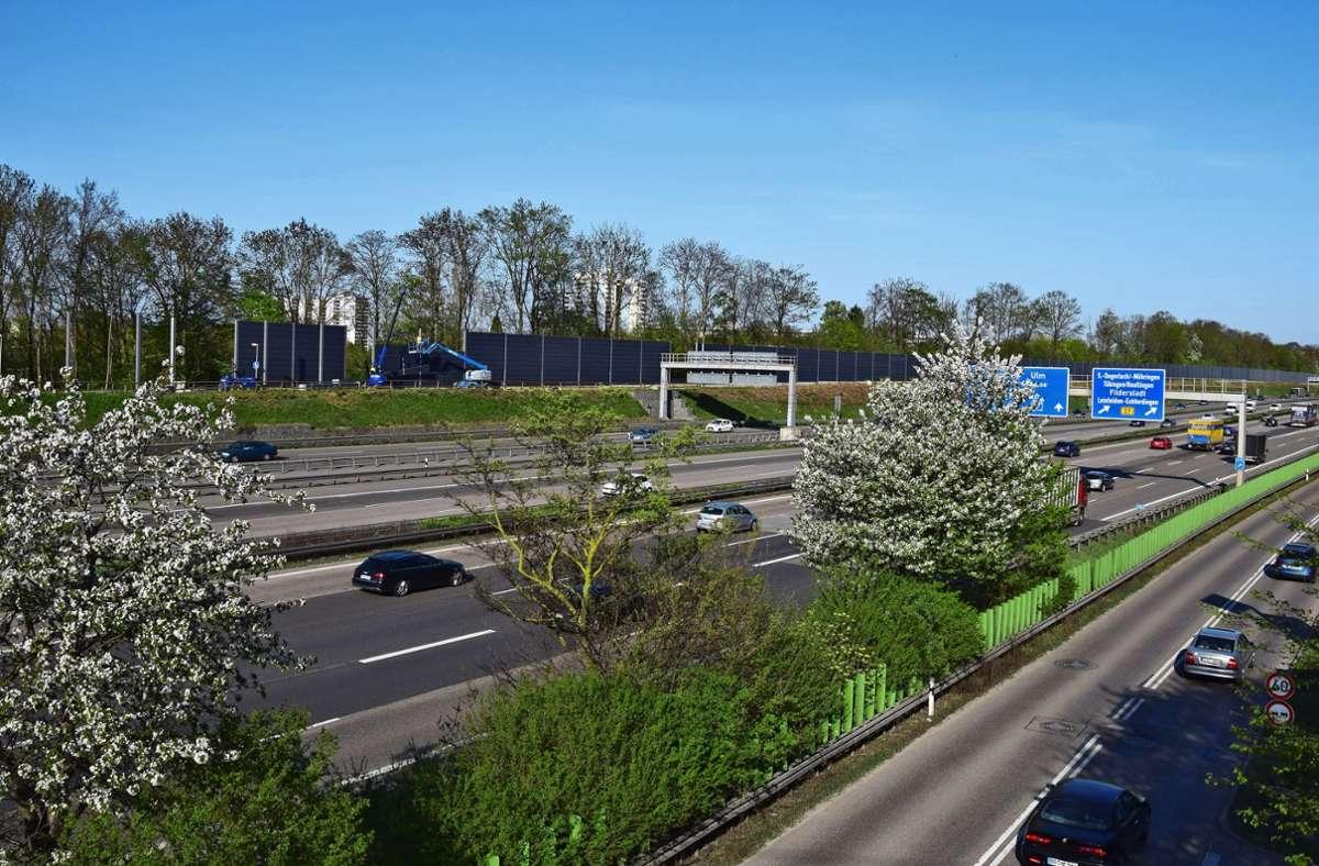 Im Frühjahr 2018 wurde die neue Lärmschutzwand entlang der A8 gebaut. Foto: Alexandra Kratz